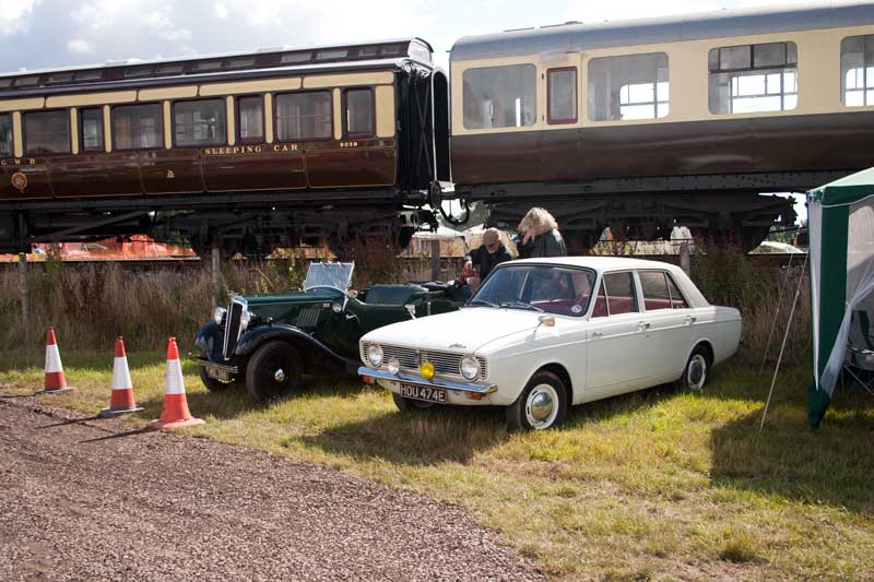 Sleeper 9038 and toplight 6705 with a Hillman Hunter