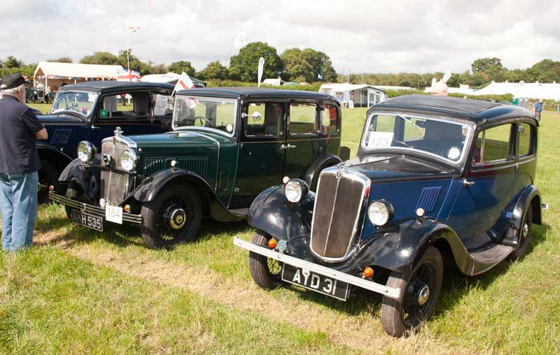 1935 Morris 10/4 saloon and a 1935 Morris Eight