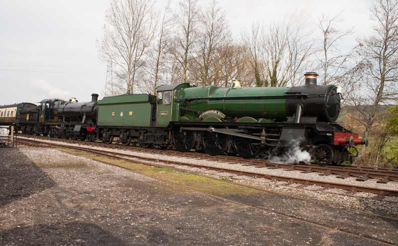6960 Raveningham Hall double headed with heavy freight 2-8-0 3850